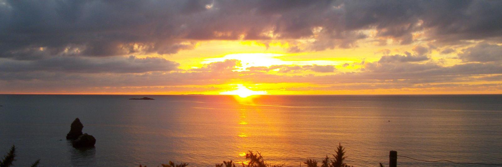 Couché de soleil sur la plage de la mine d'or