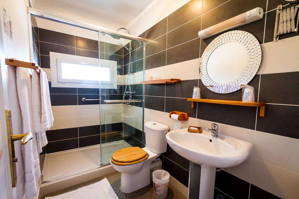 salle de bain - hotel pénestin